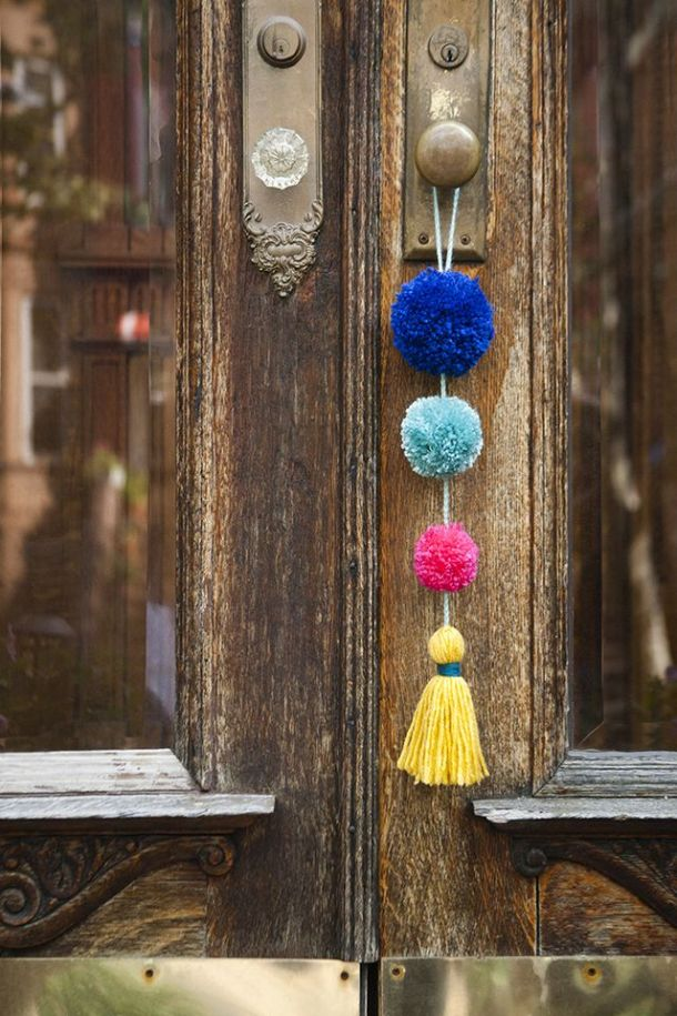 DIY Summer Pom Pom Doorknob Garland | Bloglovin
