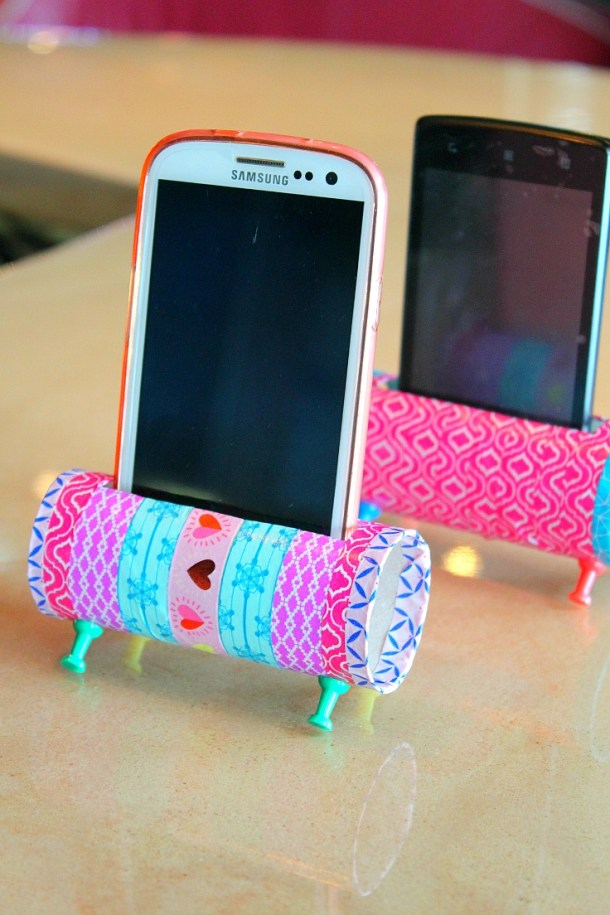 DIY Phone Holder With Toilet Parer Roll | Easy Peasy Creative