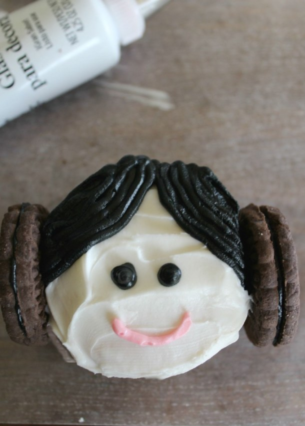 Princess Leia Cupcakes | Paint Brushes and Popsicles
