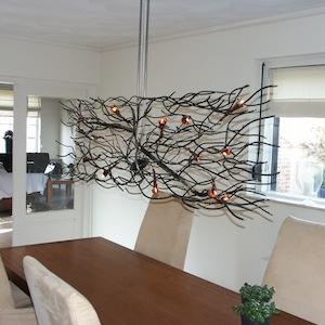 Wild gevormde hanglamp voor boven eettafel