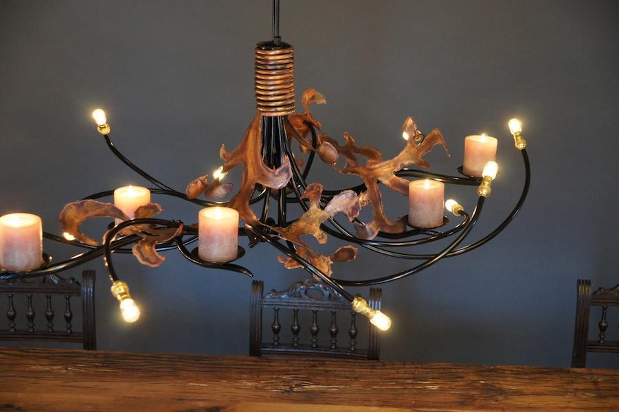 Hanglamp eettafel met kaarsen ruige lelie vormige