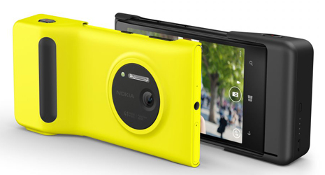 Front-and-back-of-Nokia-Camera-Grip