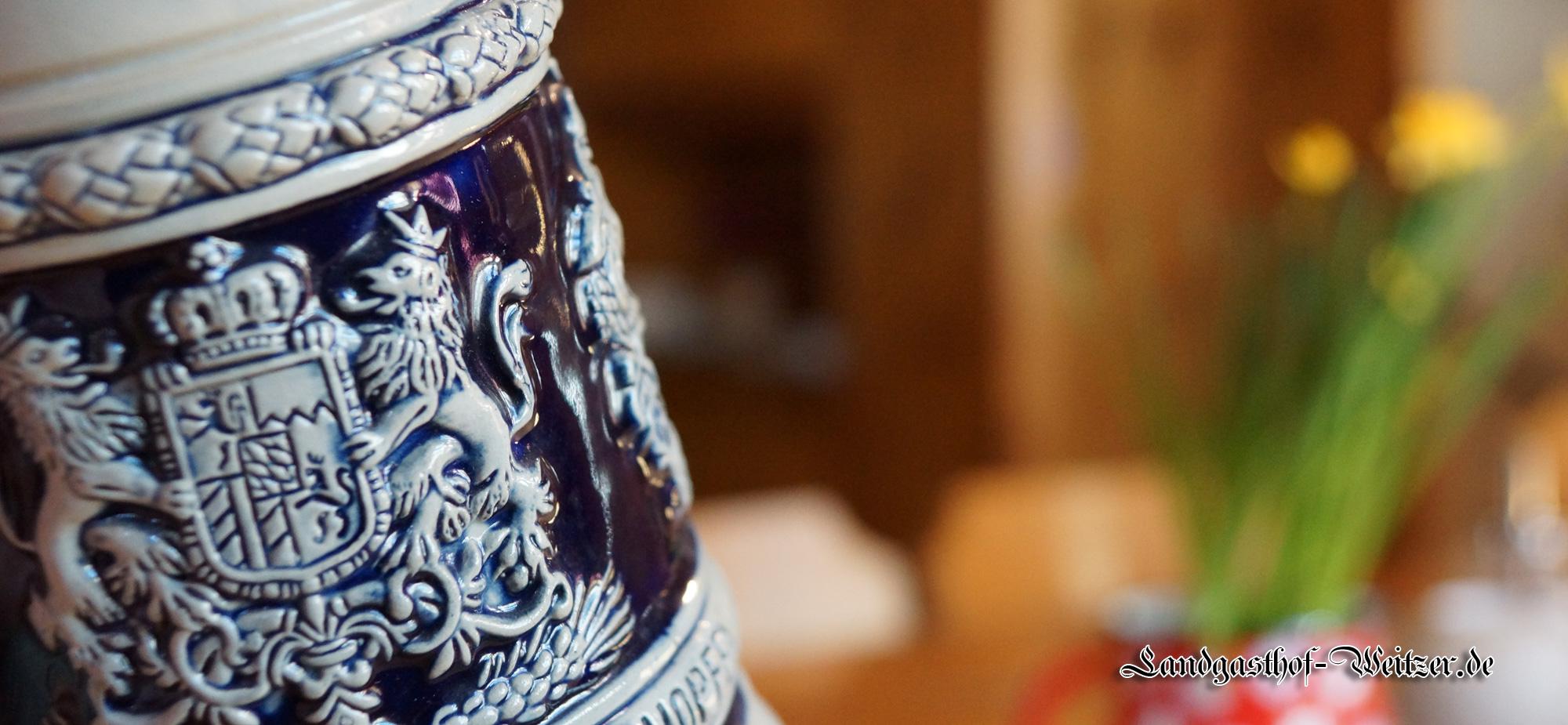 Bierausschank im traditionellen Steinkrug