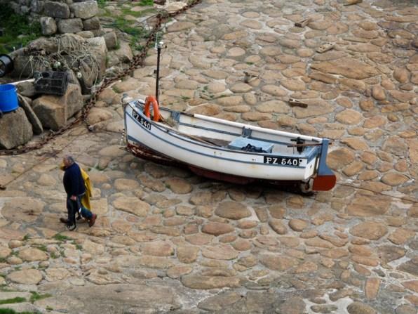 ein Fischerboot in der Penberth Cove