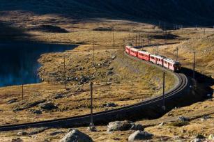Rhätische Bahn auf dem Bernina Pass © www.graubuenden.ch