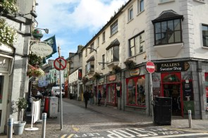 Bunte Fassaden auf der Quay Street in Galway