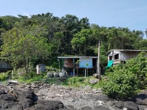 Due Häuser sind oft auf Stelzen gebaut
