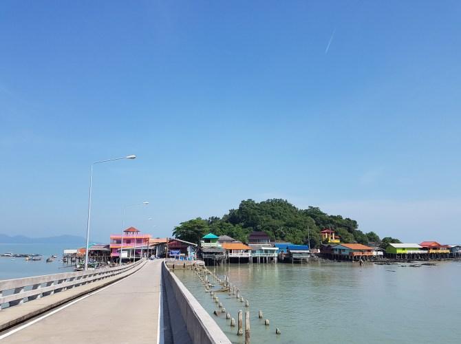 Nur eine Brücke führt auf die Insel