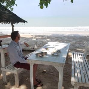 Essen mit den Einheimischen am Nang Kam Beach