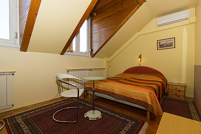 Hotel Booking Budavar Bed And Breakfast
