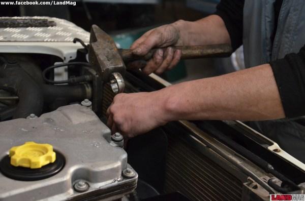 2- Déposer l'hélice du ventilateur (34 mm) d'un coup sec de maillet sur la clé.