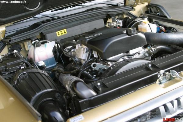 Le moteur 3,0 l HPT diffère du 3,0 l HPI par son turbo à géométrie variable, qui lui permet d'afficher 176 ch.