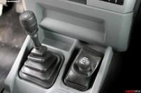 La boîte manuelle ZF 6 vitesses fait beaucoup pour l'agrément de conduite du Massif. Pour le reste, il reste un 4x2/4x4 tout ce qu'il y a de plus classique.