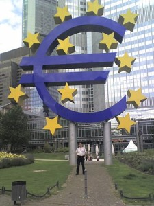 """EURO-Symbol"" by Wettach - Own work. Licensed under CC BY-SA 3.0 via Wikimedia Commons"