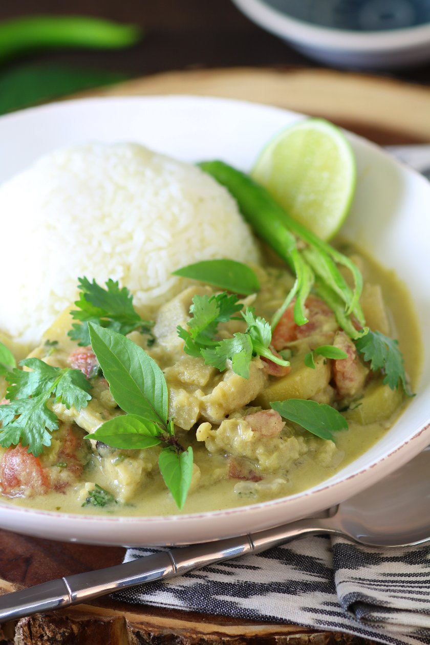 Fresh, aromatic, and flavorful Thai Green Curry Paste is the base of delicious coconut curries and it enhances other dishes like fried rice, baked tofu, and salads.