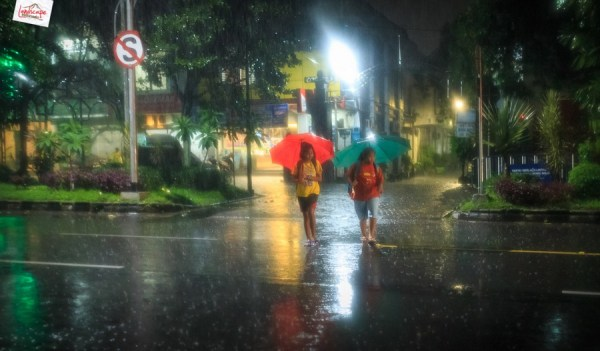 Memotret Suasana Hujan Di Malam Hari Landscape Indonesia