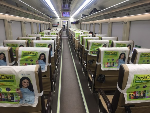 naik kereta 1 - Naik Kereta Solo - Bandung