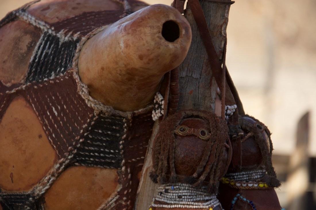 Artefactos da tribo dos himbas na Namíbia