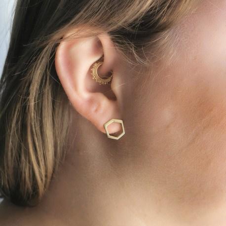 Baby-landy-or-jaune,-creation-sur-mesure,-la-rochelle,-joaillier,-bijoutier,-artisanat,-creatrice-francaise,-bijoux,-earring