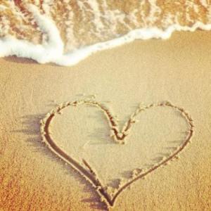 heart-wave-sand