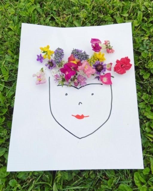 ritratto floreale di frida per bambini