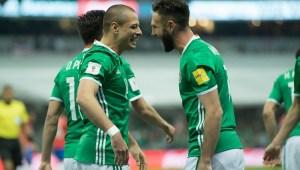 """""""Chicharito"""" acepta que gana confianza con su gol en el """"Tri"""""""