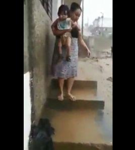 Jóvenes peruanos rescatan a tres niños de la corriente del agua
