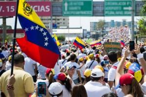 Venezuela pide a OEA suspenda sesión que examinará democracia de su país