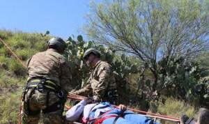 Rescatan a 11 migrantes deshidratados en desierto de Arizona