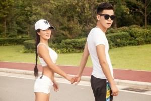 Liu Yelin tiene 49 años y parece la novia de su hijo