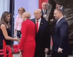 Primera dama de Polonia ignora el saludo de Trump