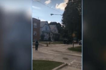 Hombre corre desnudo por las calles de Chicago