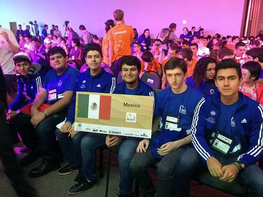 Bolivianos retornan con 4 menciones honoríficas tras Olimpiadas de Matemáticas