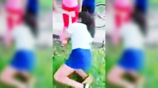 Estudiantes atacan cruelmente a su compañera de 11 años (VIDEO) Estudiantes atacan cruelmente a su compañera de 11 años (VIDEO)