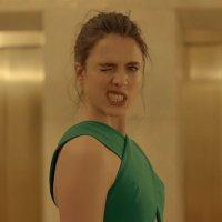 Spike Jonze lässt Margaret Qualley für ein Parfum abspacken