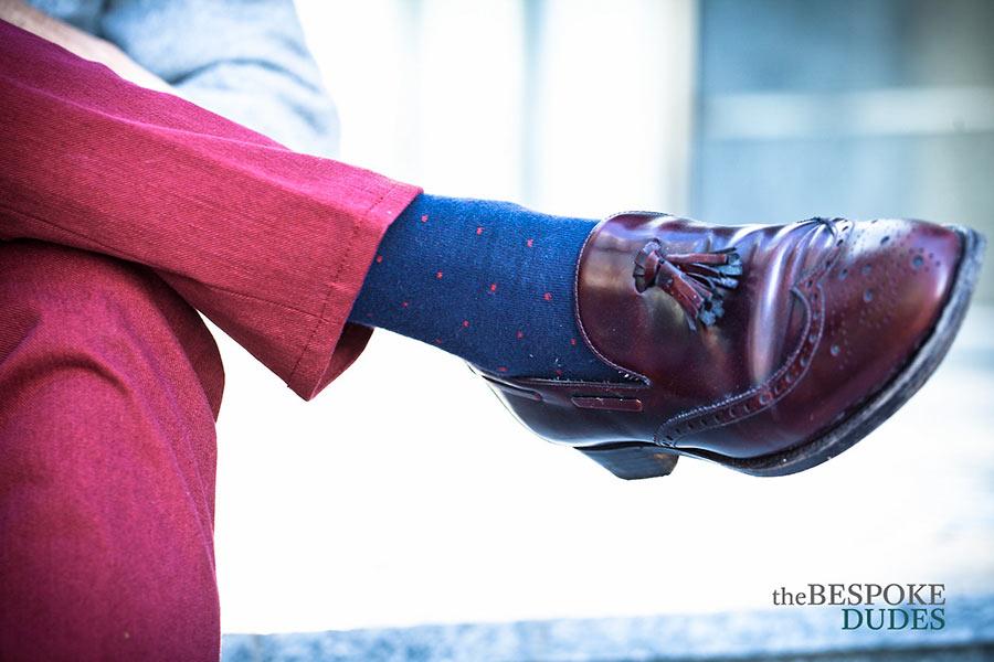 Abbinare le calze con l'abito da uomo: poche e semplici