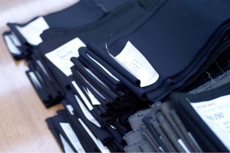 campioni di stoffa con indicazione di finezza e numeri s