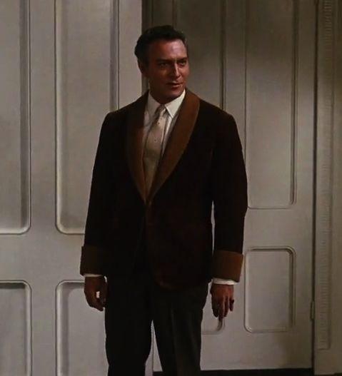 Version classique du smoking porté par l'acteur Christopher Plummer, dans le rôle du capitaine Von Trapp dans le film La Mélodie du bonheur