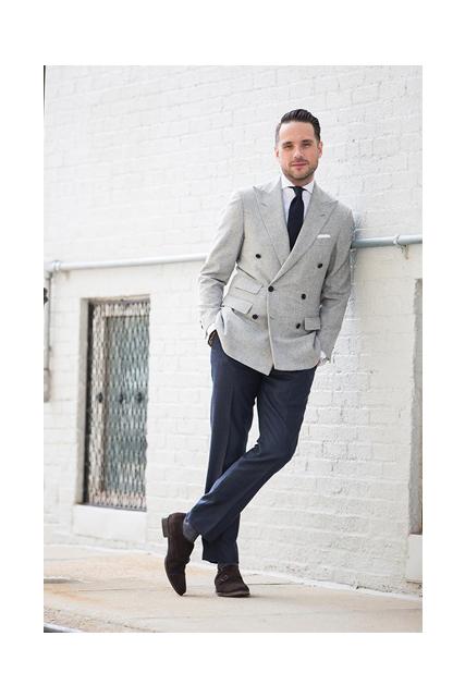 Abito spezzato: giacca doppio petto grigia e pantalone blu