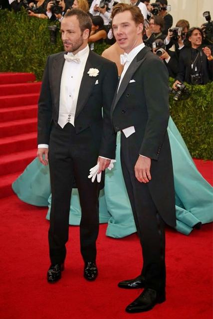 Tom Ford e Benedict Cumberbatch indossano un frac con papillon bianco sul Red Carpet