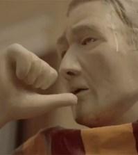 Statua-Francesco-Totti-che-suda-spot-Sky-Sport