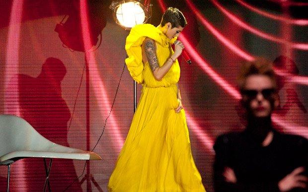 Antonella Di Cocco in una esibizione a X Factor 5