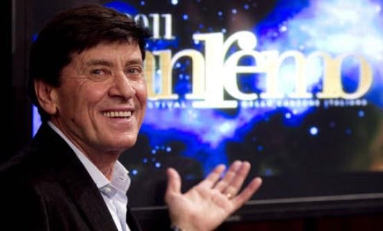 Foto di Gianni Morandi alla conferenza stampa di Sanremo 2011