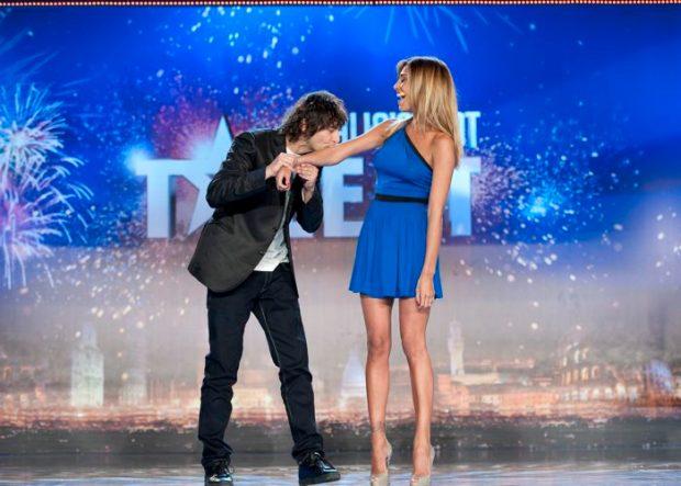 Foto Belen Rodriguez e Simone Annichiarico sul palco di Italias' got talent