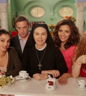 foto cast serie tv Che Dio ci aiuti