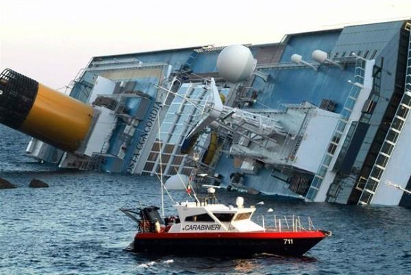 Foto naufragio Costa Concordia all'Isola del Giglio