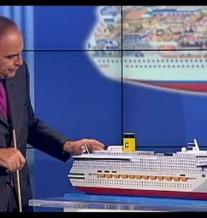 Vespa e il plastico della Costa Concordia