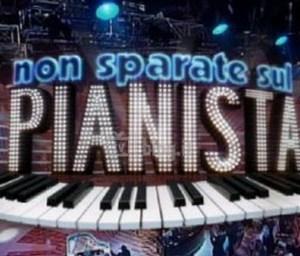 presentazione del game show non sparate sul pianista