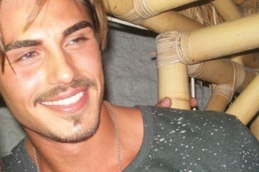 Francesco Monte bacio Alessia