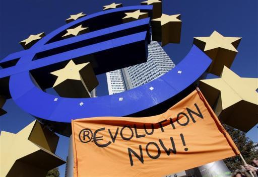 Le proteste per l'Euro a Servizio Pubblico